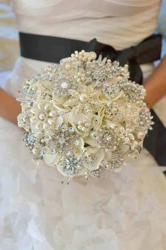 Bridal Bouquet Brooches : Hot trend brooch bouquets