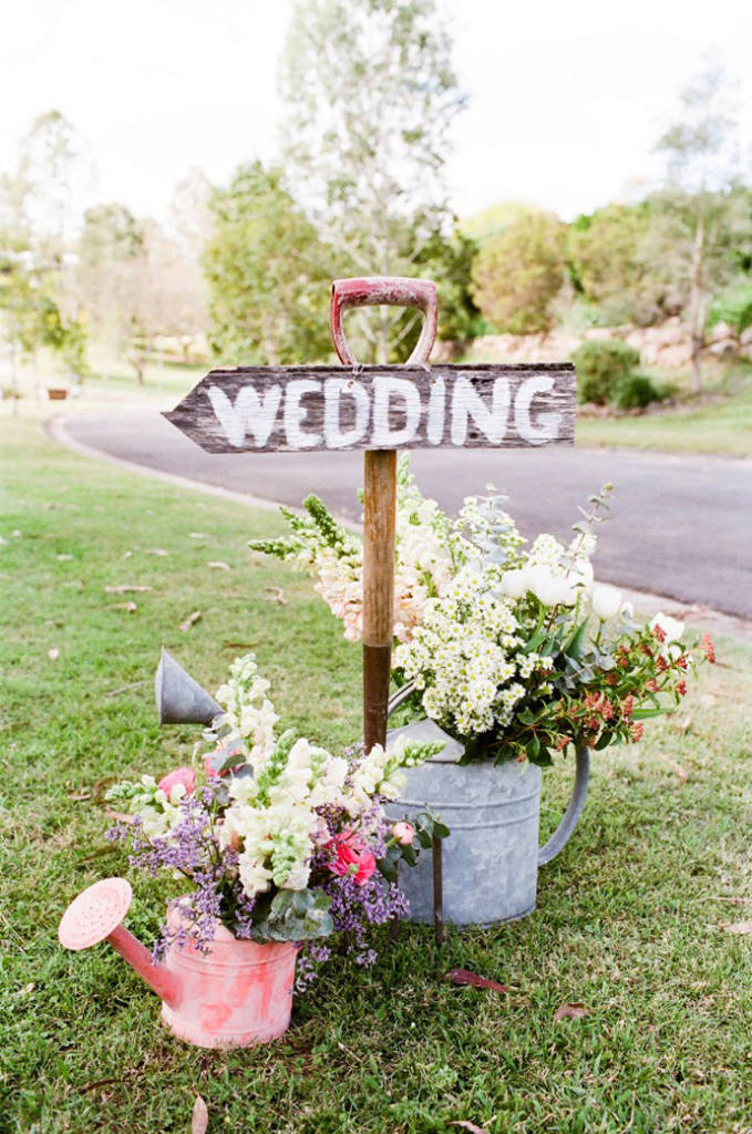 watering-can-wedding-decor1