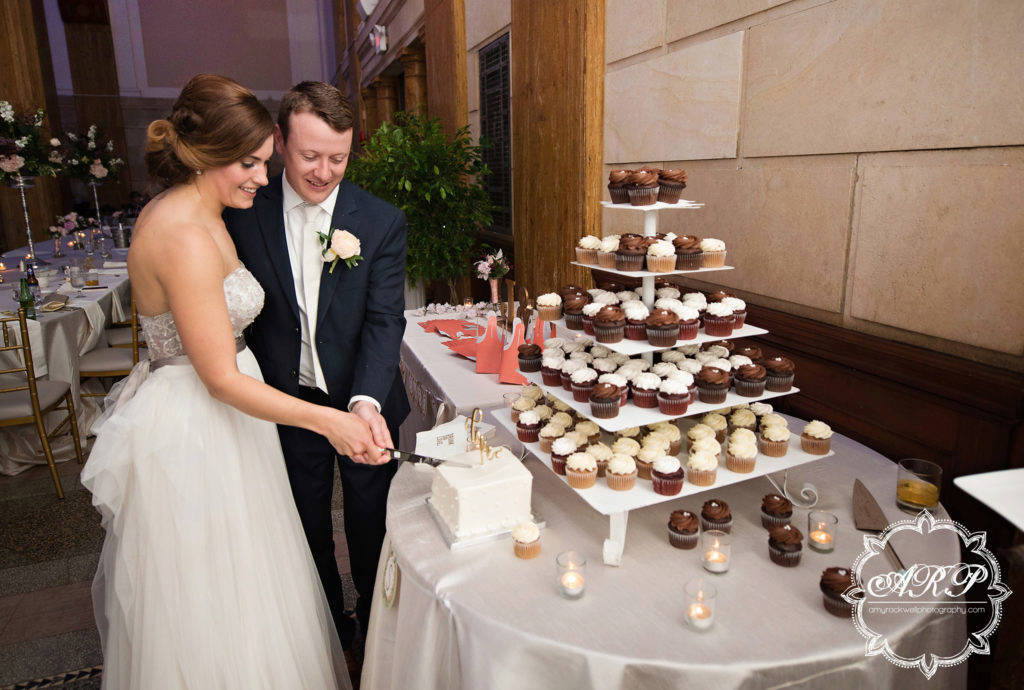 Why You Need to Have Cupcakes at Your Wedding