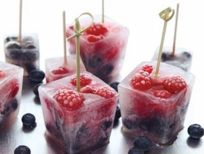 Frozen-Fruit-herb-mint-ice-cubes-fresh-drink-7